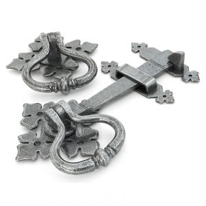 From The Anvil Shakespeare Latch Set - Pewter